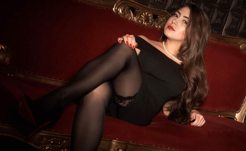 mistress in black nylons
