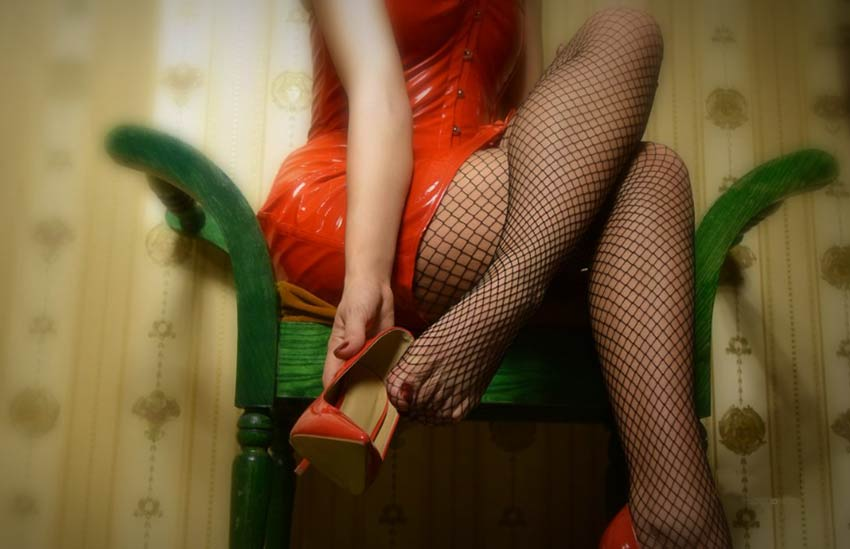 live fishnet girl