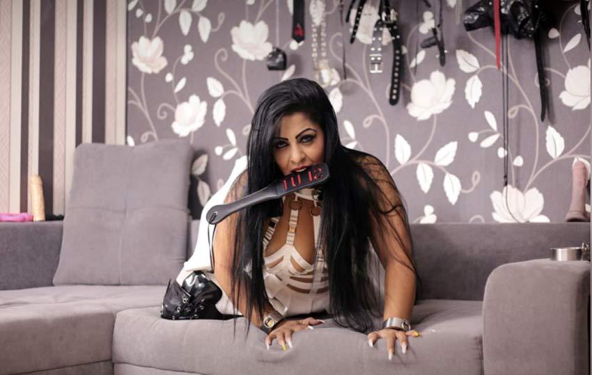 dark haired BBW goddess
