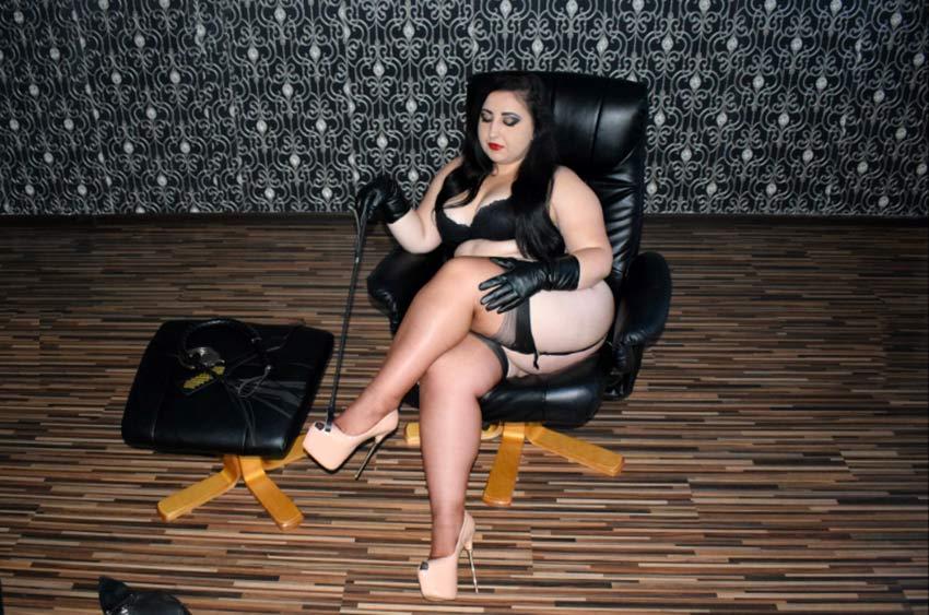 busty and curvy femdom goddess